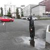 梅雨の駐車場誘導-サムネイル