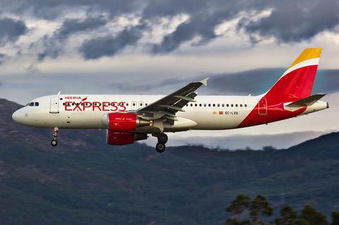EC-LVQ_A320_Iberia_Express_VGO.jpg