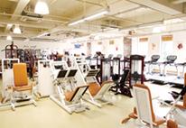 「広々としたジムでトレーニング。運動不足を解消!」イメージ写真